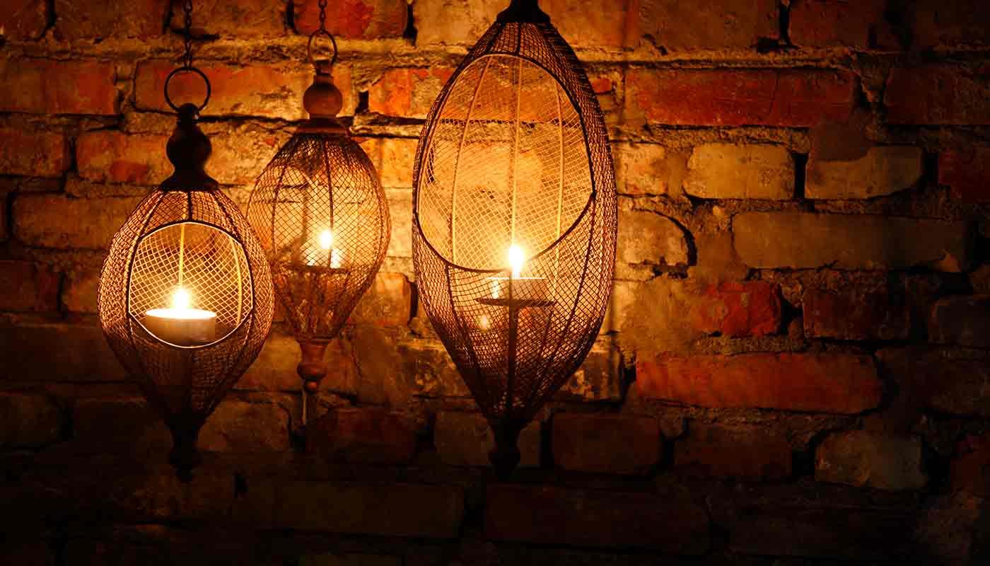 Tända ljus på fullmånemeditation Hagabadet